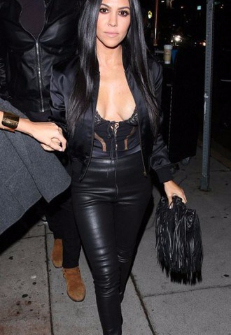 kourtney kardashian, beautiful, leggings, black,