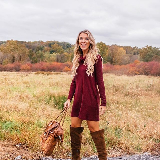 caitlin carr vogel, salt water chic, instagram blogger, blogger, influencer, fashion blogger, style blogger, style, style influencer, fashion magazine, fashion outfits, outfit, ootd, outfit for thanksgiving, thanksgiving outfit ideas, shethequeen, she thequeen, she thequeen magazine, blogger magazine, womens magazine, salt water chic thanksgiving look